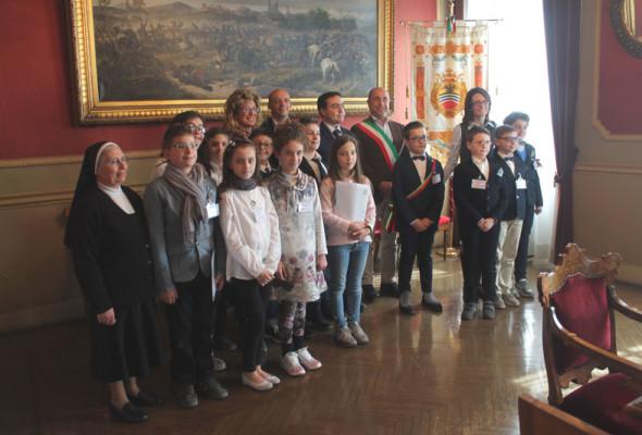 con il Presidente Affronti si è svolto il Consiglio comunale dei bambini