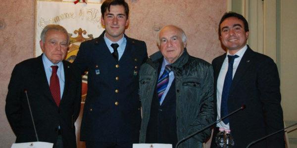 Il Presidente Affronti, l'Assessore Geremondia premiano NESPOLI – centinaia di persone in municipio